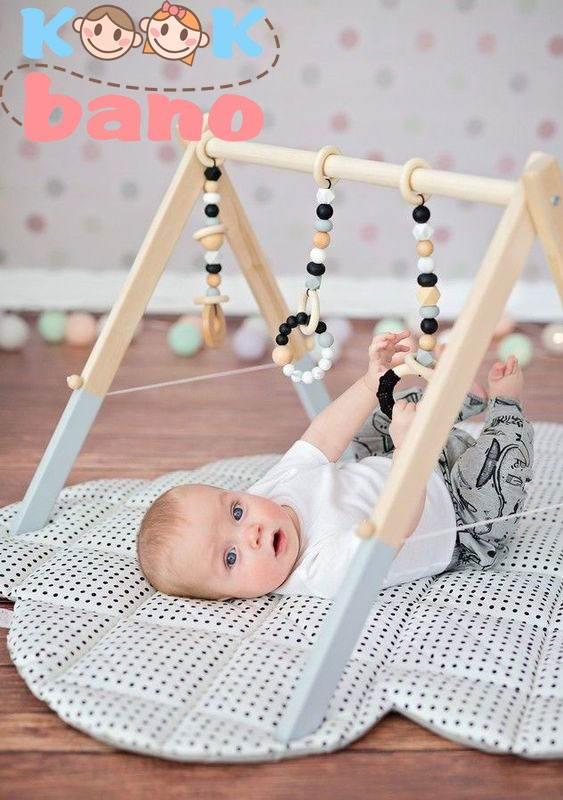 تاثیر اویزهای تخت کودک بر افزایش مهارت ردیابی اشیاء توسط نوزاد