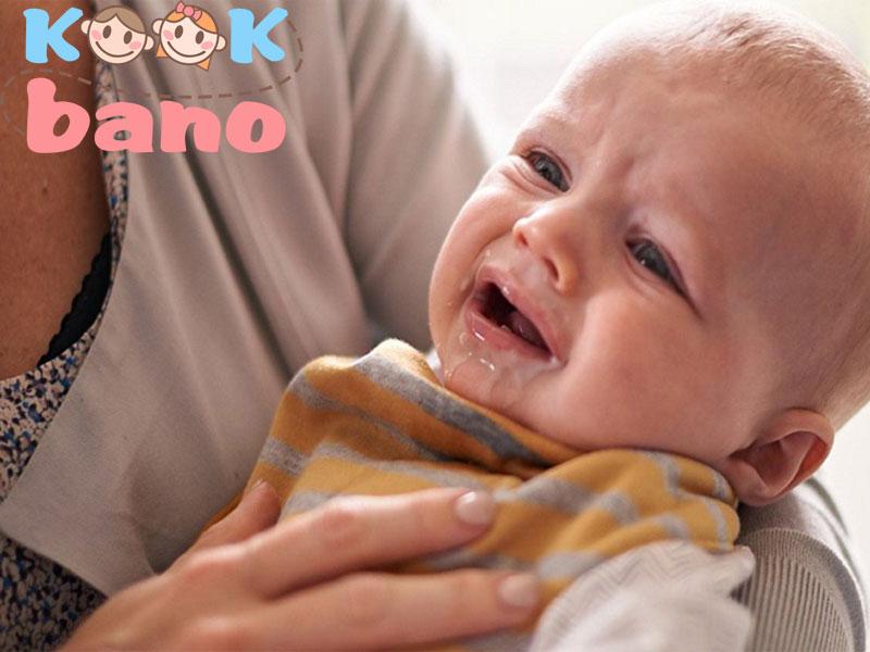 رفلاکس معده در نوزادان و راه های درمان رفلاکس